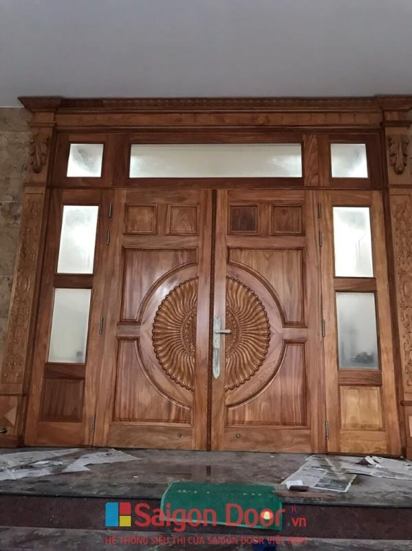cửa gỗ tự nhiên hiện đại chất lượng