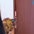 Lắp ráp cửa gỗ công nghiệp mdf