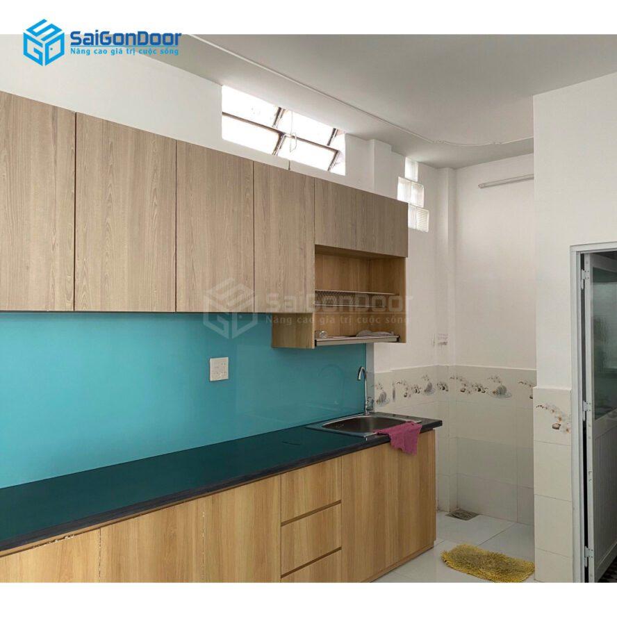 Mẫu 25: Mẫu tủ bếp với không gian nhà bếp hẹp