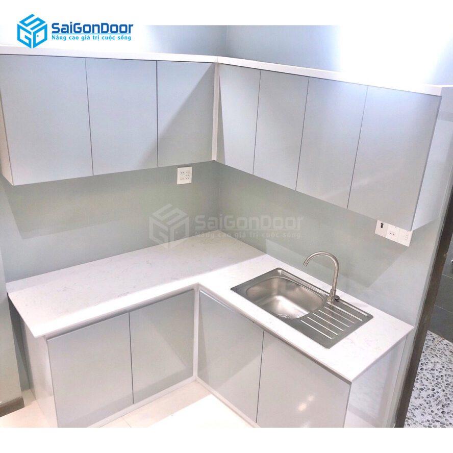 Mẫu 42: Mẫu tủ bếp L màu trắng đơn giản ngăn nắp
