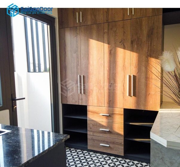 Tủ quần áo đẹp nhiều cách, tông màu gỗ ấm