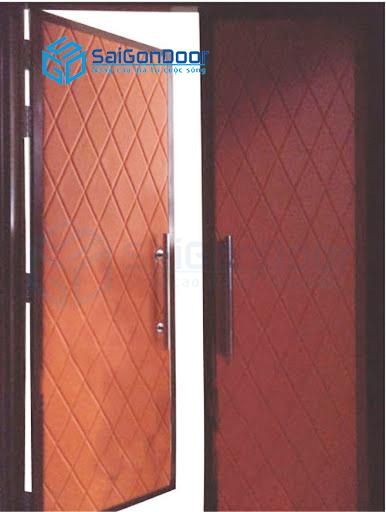Cửa thép vân gỗ kết hợp xốp dán cách âm giúp tăng khả năng cách âm và chống ồn hiệu quả
