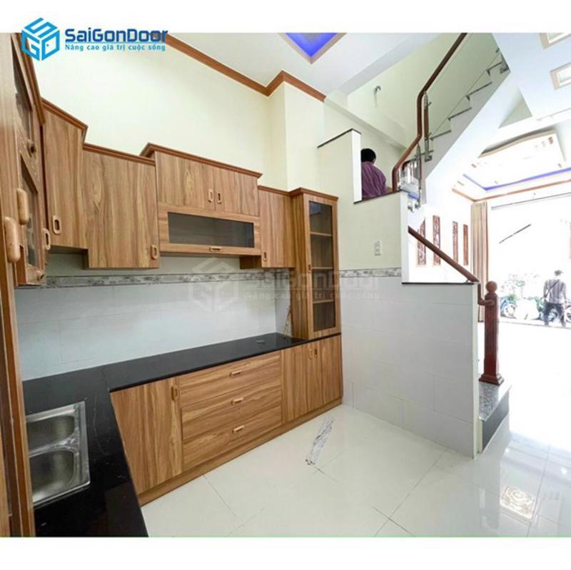 Kệ tủ bếp làm từ gỗ xoan đào