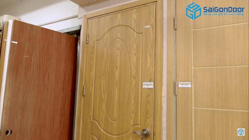 Bề mặt của cửa gỗ phủ PVC